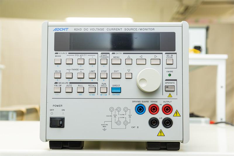 直流電圧電流源