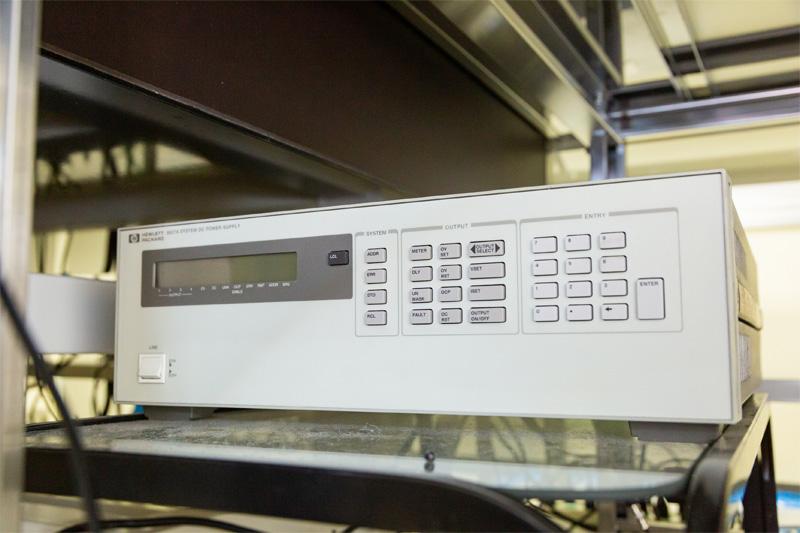 多チャンネル自動制御直流電圧源